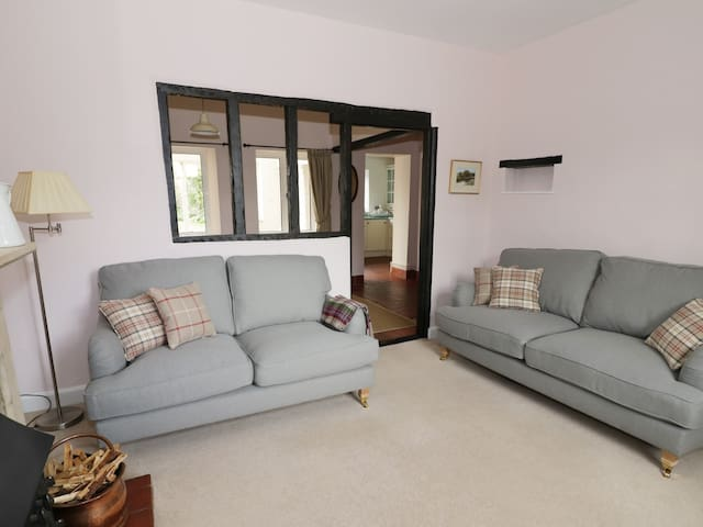 THE GREEN, family friendly in Lechlade-On-Thames, Ref 981139