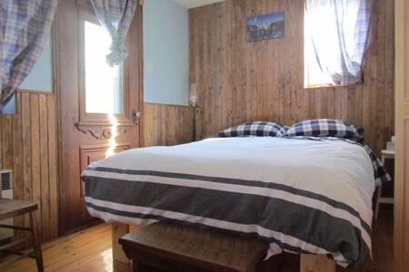 Cozy and quiet bedroom - Rosemère - 一軒家
