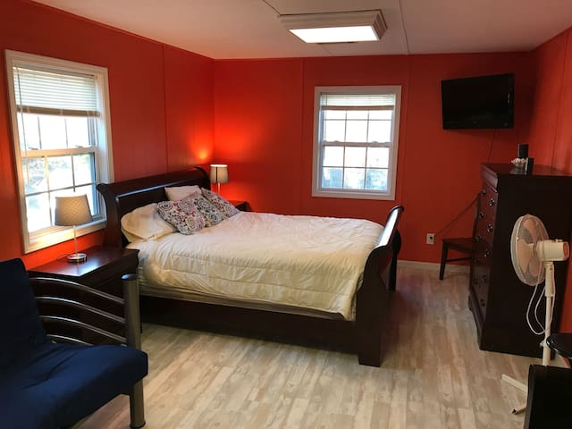 Downtown Toccoa Guest Suite in Lovely Neighborhood