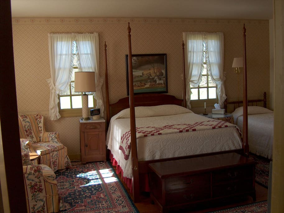 tyler room bed and breakfasts for rent in williamsburg virginia united states. Black Bedroom Furniture Sets. Home Design Ideas