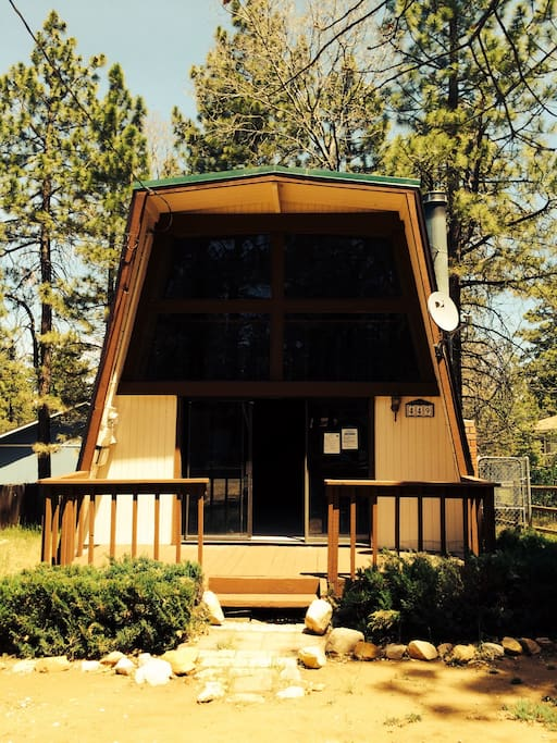 Modern artist retreat loft cabin cabins for rent in big for Cabin for rent in big bear ca