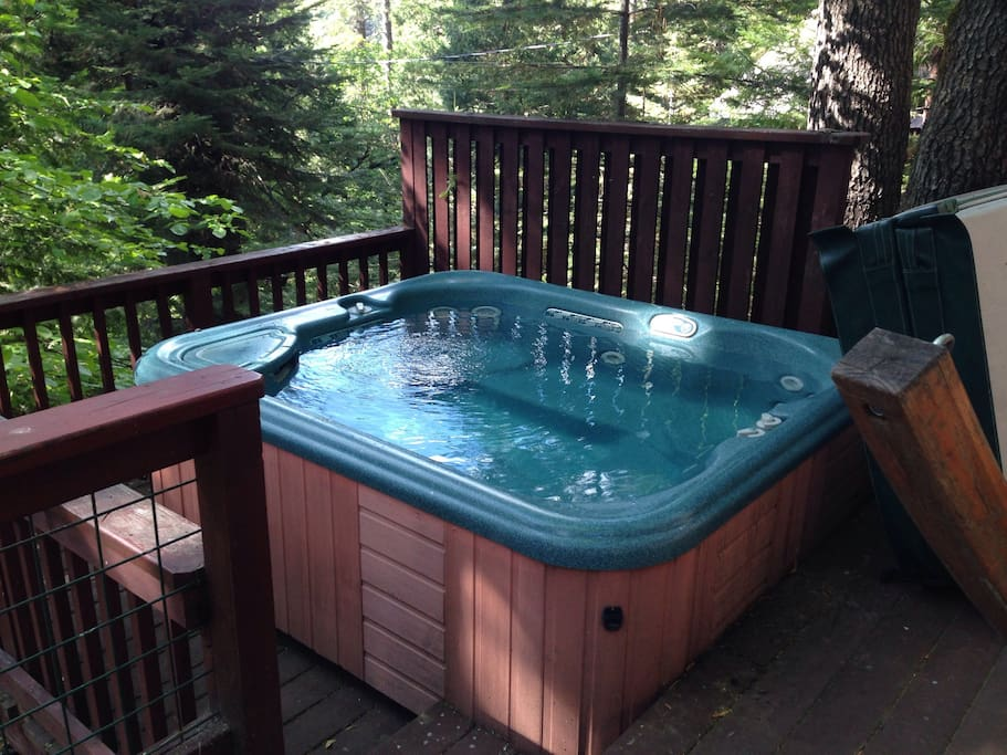 The spa is a great way to unwind after a day out hiking or skiing.  The spa overlooks Fly In lake.