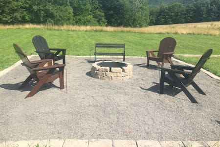 Nothing but mountains! Close to wedding venues! - Roxbury  - House