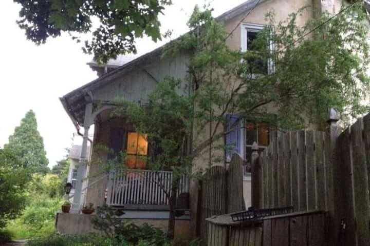 Entire 3 br artist home near Philly