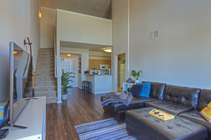 Venice Private Br/Ba in a Modern Loft 1mi to Beach