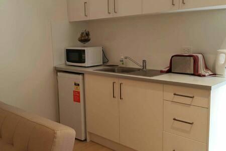 Family studio w kitch/bath flinders - Pasadena - House