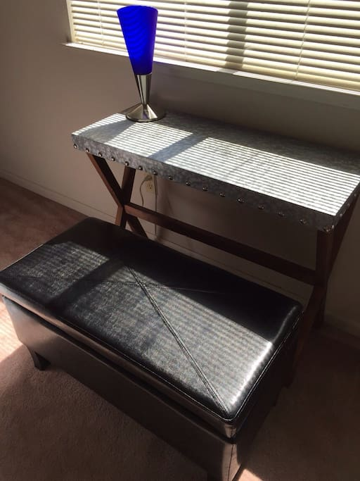 Desk with bench for working and free wifi!