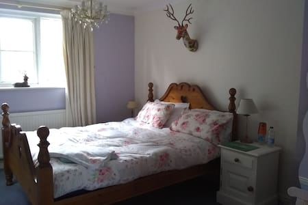Cosy 2 Rooms - private bathrooms- On the Wolds Way
