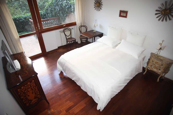 Appartamento1 10 min Centro Sala+Cucina Condivisi