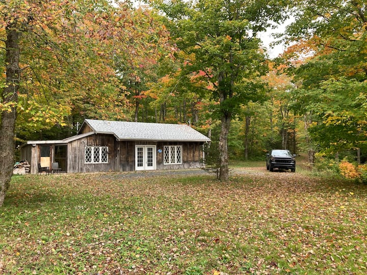 Sutherlands Lake Rustic Cabin in the Woods