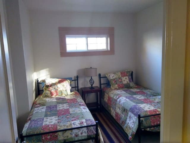 One Bedroom With 2 Single Beds