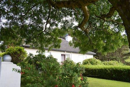 Ultra-comfortable Connemara House / Sea Views - Tullycross - Dom