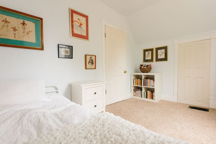 Small but charming bedroom - Salt Lake City - Hus