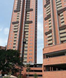 Apto 3 habitaciones en Medellín - Medellin