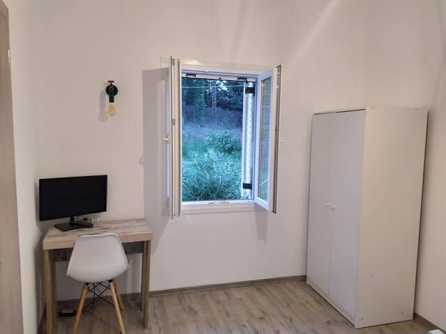 Υπνοδωμάτιο 1/γραφείο