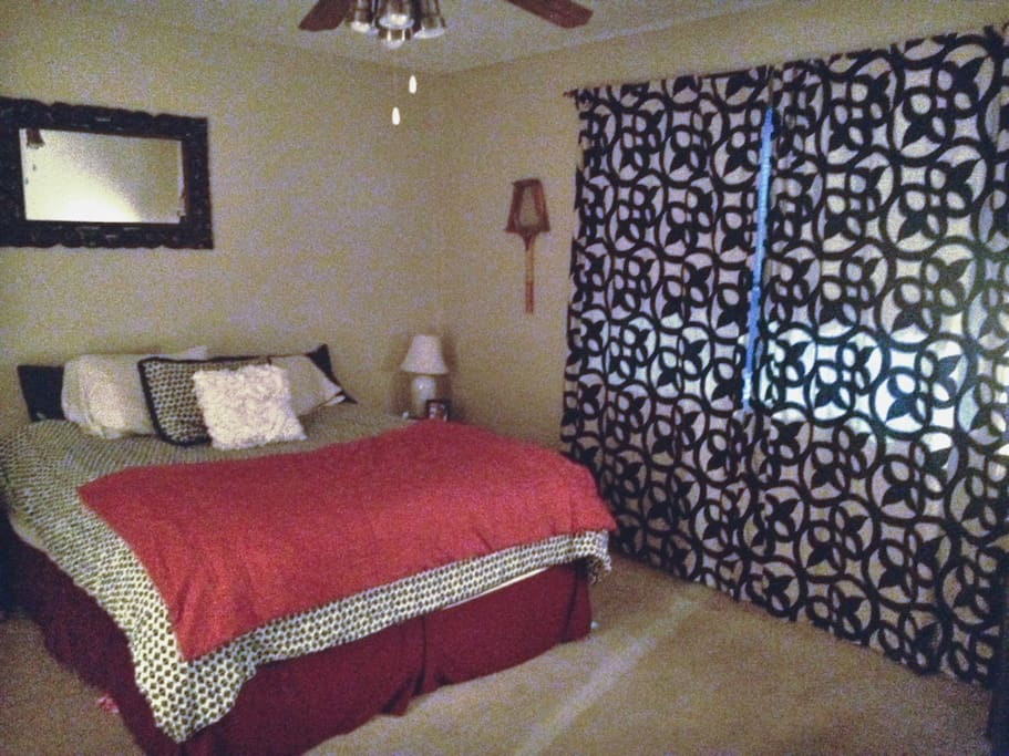 Queen size bed* Other than bed, pillow, sheets, and blankets, this room will be empty when you arrive.
