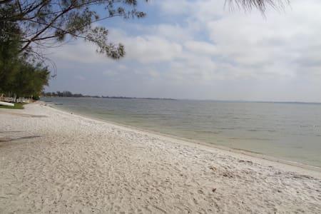 Beach and Lakeside lovely House in Praia Seca - Araruama - Дом