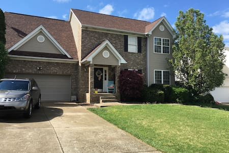Beautiful family-friendly home! - Louisville