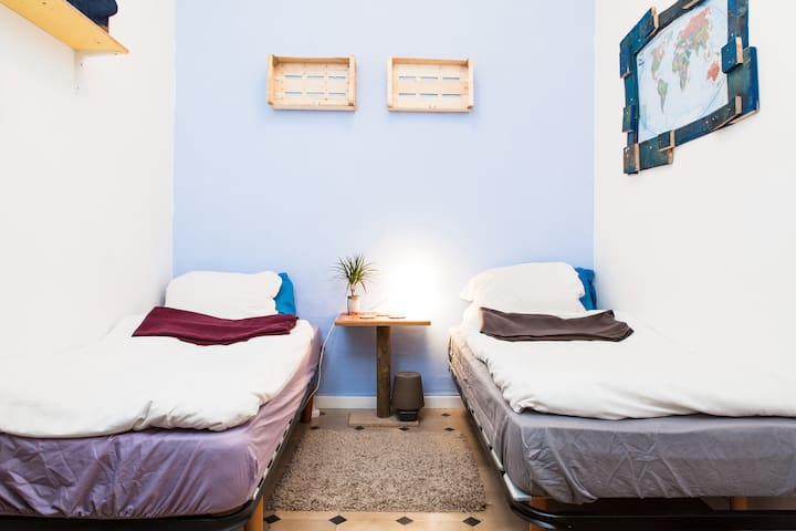 Lovely room for 2 in El Born Flat (183)