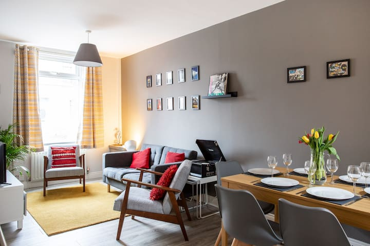 City Haven - Modern, 3 bed, wifi, free parking