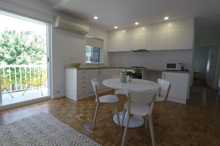Newly Renovated Beachside Apartment - Cottesloe - Apartament