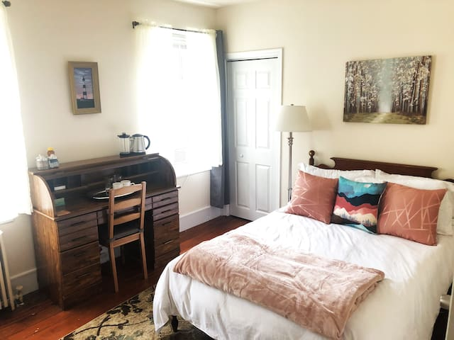 Bright, Peaceful Bedroom in Lovely Manayunk Home