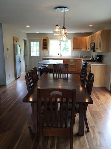 Dining Room to Kitchen view