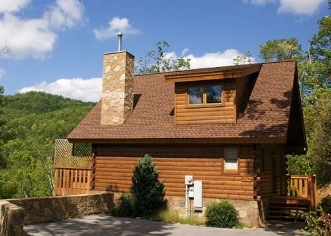 Bear Hug! Great place for couples, great privacy!