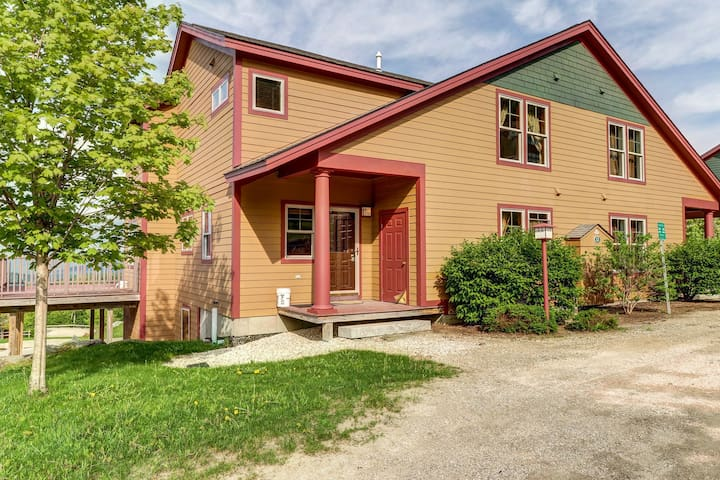 Gorgeous townhouse with private sauna, ski-in/ski-out access to Sunrise!