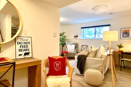 Spacious, Private Suite, Heart of Banff