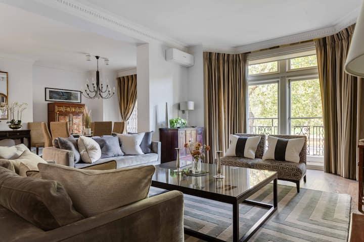 Deluxe Knightsbridge Apartment