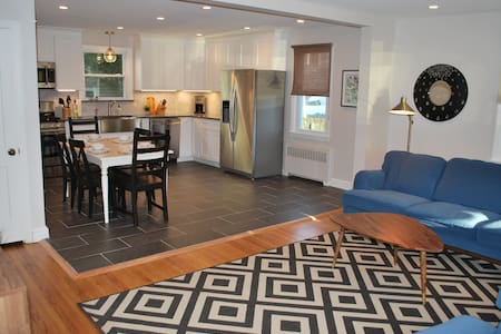 Charming, Renovated 4-Bed Home 3 Blocks from Beach - Margate City - Dom