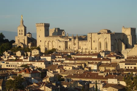 Rez de jardin,  au calme à 15mn d'Avignon pour 2.