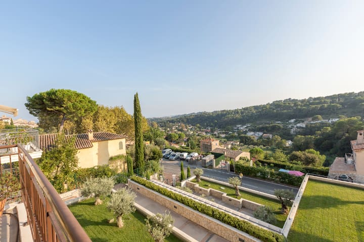 Pleasant sea view apartment in Biot village