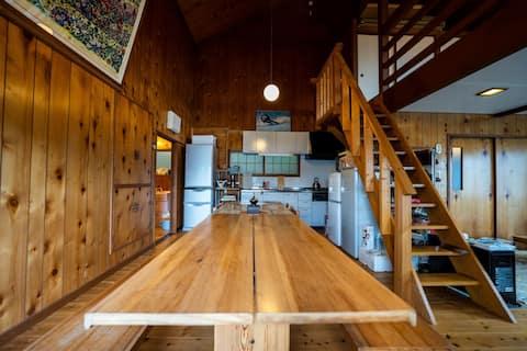 【1棟貸切・スキー場すぐ近く】駅から徒歩5分にある隠れ家的なログハウス「三井野原ガーデン」