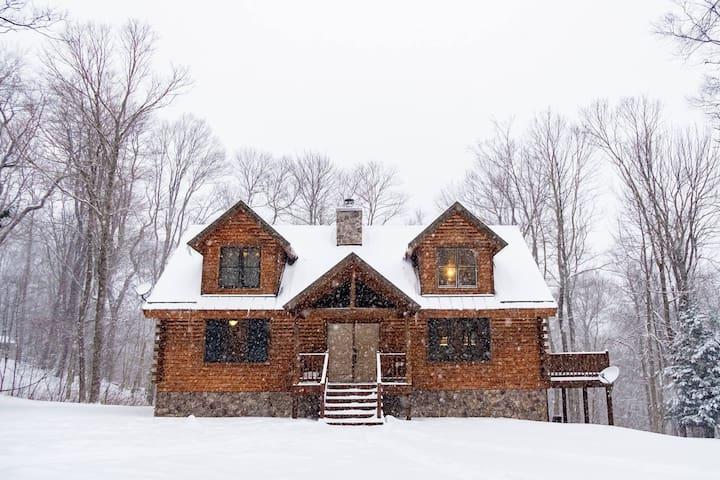 Log Cabin near 7 Springs + Hidden Valley