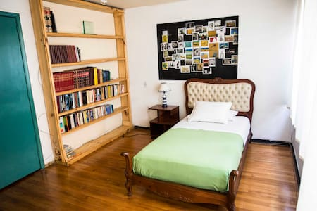 *NEW* BEAUTIFUL ROOM IN BOGOTÁ  (Number 1) - Bogotá - Gästehaus