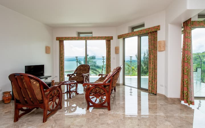 2B/1B  POOL /SPECTACULAR LAKE ARENAL VIEWS!!