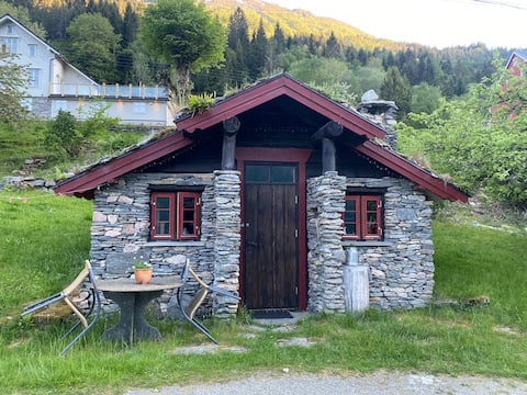 Lita koselig hytte i Oppstryn