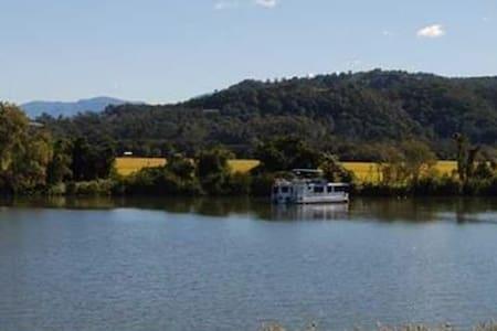 Riverside Tumbulgum - modern in a historic town - Tumbulgum - Talo