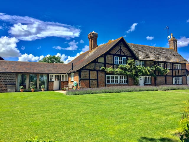 Stunning c.1530 English Farm House (Annex) & Pool