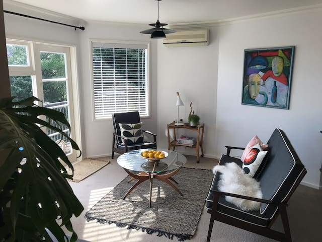 Napier central mid-century inspired flat