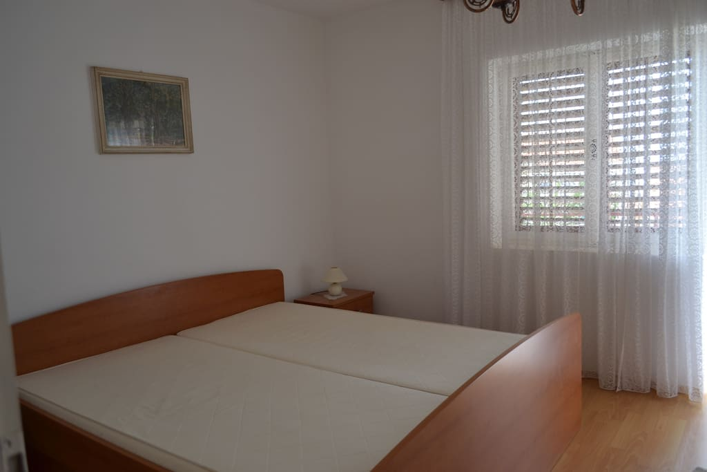 Veliki bracni krevet Soba 1