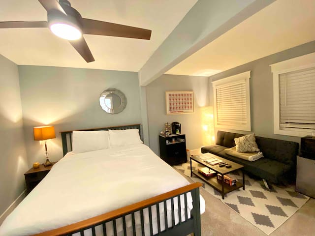 Private Suite Minutes from DT Atlanta!