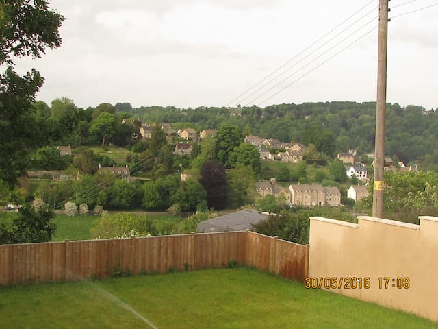 Beautiful Cotswold Residence with Stunning Views - Nailsworth - House