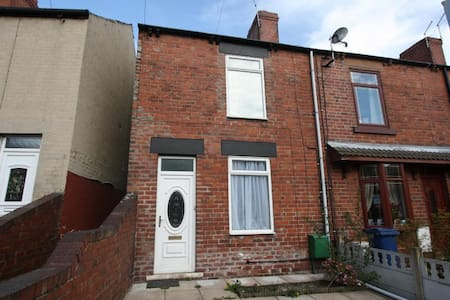 Homely, End of Terrace home. - Cudworth - Hus