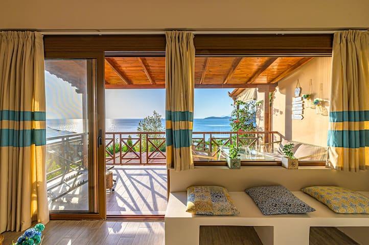 Paralio Astros beachfront suite