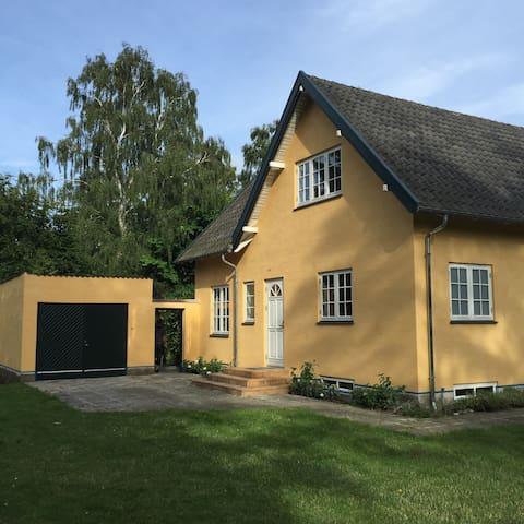Eksklusiv sommerhus i hjertet af Tisvilde - Tisvildeleje - Apartamento