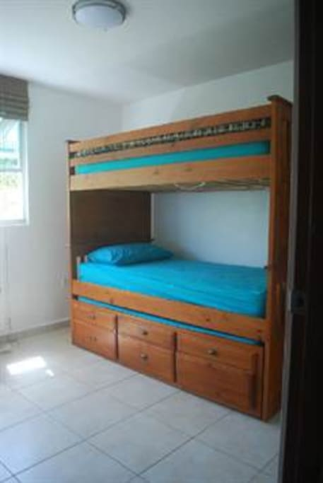 3 twin beds-Room
