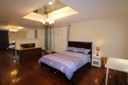 """""""SF"""" Queen Room Memory Foam Bed"""